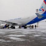 """Самолет А320 авиакомпании """"Уральские авиалинии"""" выкатился за пределы ВПП"""